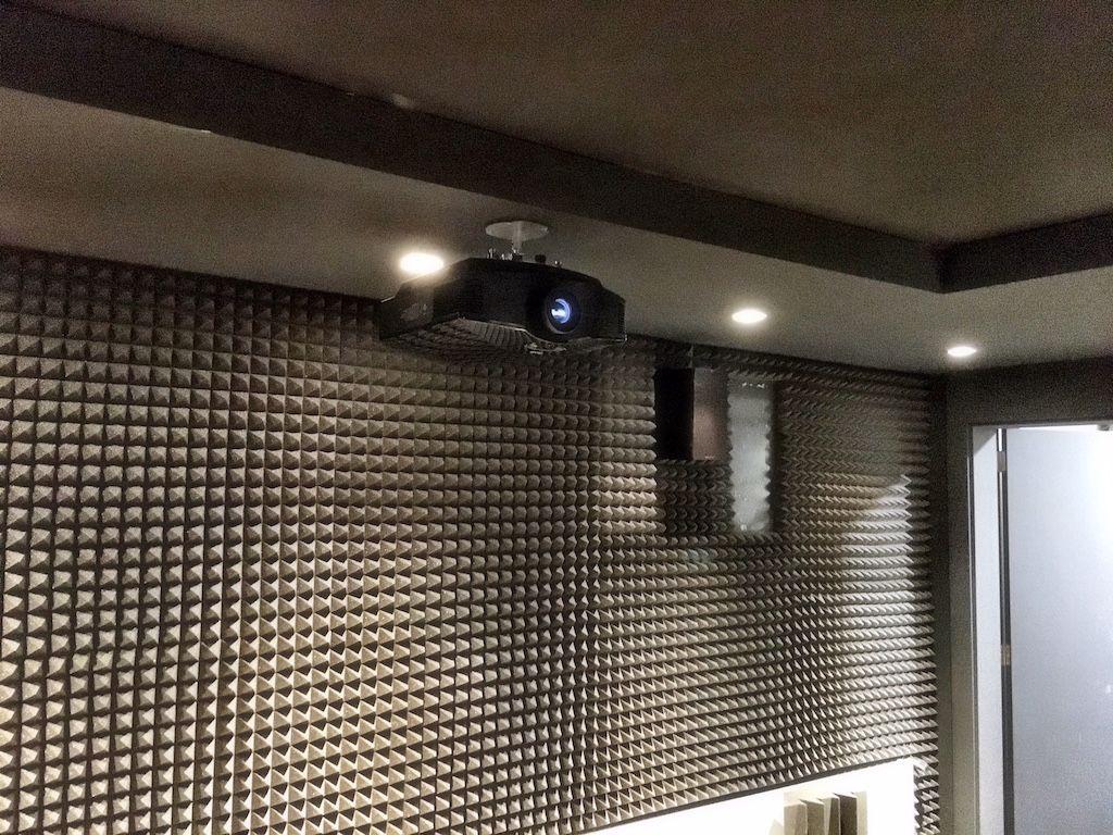 Videoproyector Sony VPL-HW65ES instalado