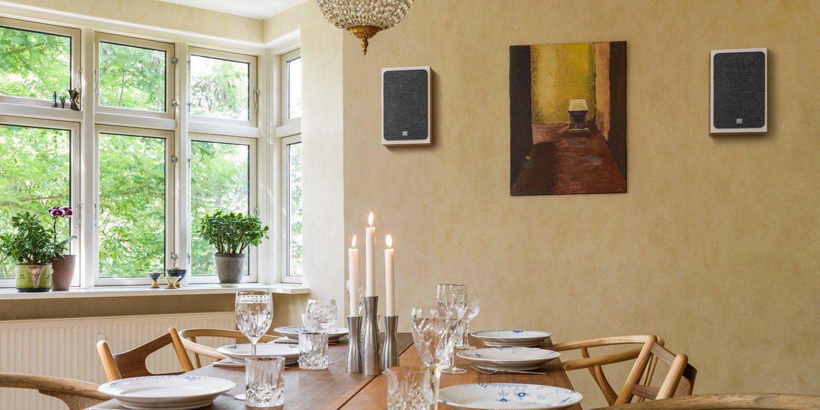Dali Oberon On-Wall roble claro con rejilla en estereo